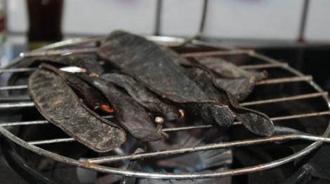 Lương y chia sẻ thông tin thoa tinh dầu lên khẩu trang, đốt bồ kết để ngừa virus corona