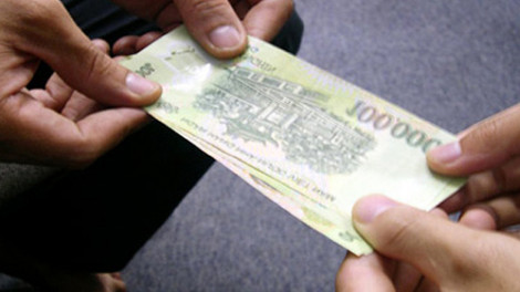 Tăng giao dịch trực tuyến vì lo tiền mặt chứa virus corona
