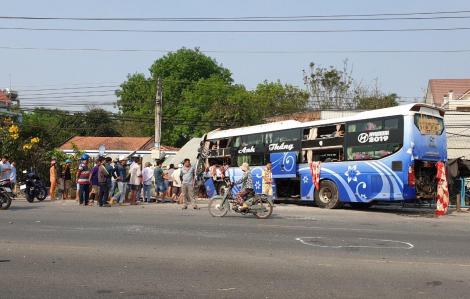 Xe khách tông xe tải rồi lao vào nhà dân: Thêm 2 nạn nhân trên xe tải tử vong