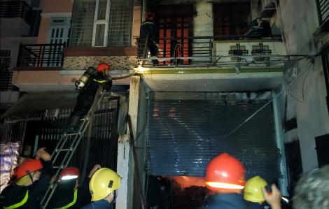 Cháy nhà lúc nửa đêm, gần 6 tấn vải bị thiêu rụi