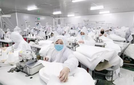 Công ty thời trang Trung Quốc chuyển sang may đồ bảo hộ trong đại dịch virus corona