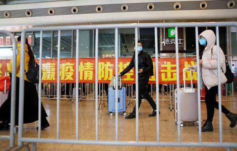 Trung Quốc trở lại làm việc khi số người chết do coronavirus đã vượt quá 900 người
