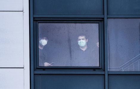 Cảnh sát Anh được phép cưỡng chế người nghi nhiễm virus corona