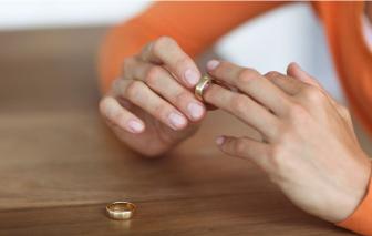 Vợ đòi ly hôn nếu tôi không nghỉ việc