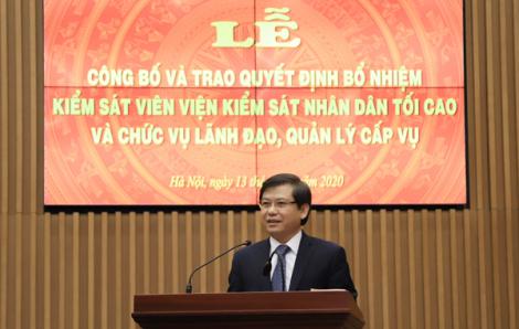 Trao quyết định của Chủ tịch nước bổ nhiệm Kiểm sát viên Viện KSND tối cao