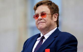 Elton John đột ngột bị mất giọng, phải rời sân khấu vì bệnh viêm phổi