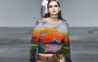Người mẫu mặc nội y đầy côn trùng trình diễn tại 'London Fashion Week 2020'