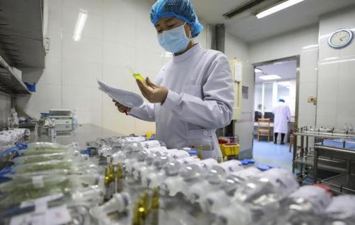 Trung Quốc từ bỏ thuế quan đối với sản phẩm y tế từ Mỹ, Hồng Kông tăng ngân sách chống dịch