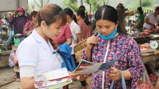 Hội phụ nữ trao tặng hơn 300.000 khẩu trang y tế và một triệu tài liệu tuyên truyền