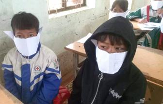 Phê bình cô giáo đăng ảnh học sinh đeo khẩu trang bằng giấy lên Facebook