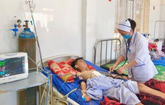 Nam điều dưỡng không chần chừ, hiến máu cứu bé trai ngay trên bàn mổ