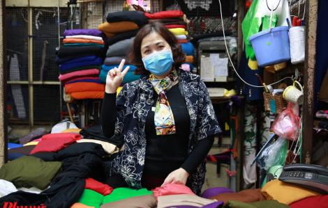 Chợ sỉ lớn nhất Hà Nội vắng vẻ trong mùa dịch COVID-19
