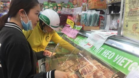 Giá thực phẩm tại nguồn giảm, ở chợ lẻ vẫn 'leo thang'