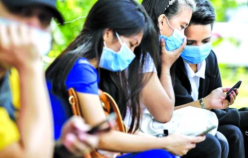 """COVID-19 khiến """"ô-sin"""" Philippines kẹt ở quê nhà"""