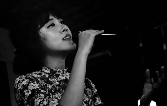 Điều ít ai biết về 'cô gái hát nhạc Trịnh' đang gây sốt
