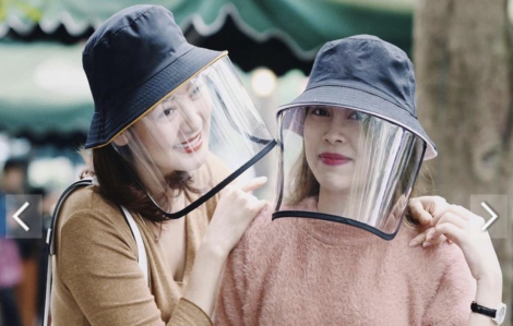 Rao bán mũ chống virus 'ăn theo' mùa dịch COVID-19