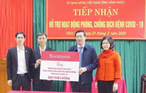 Cán bộ Agribank quyên góp ủng hộ nhân dân tỉnh Vĩnh Phúc 800 triệu đồng phòng chống dịch COVID-19