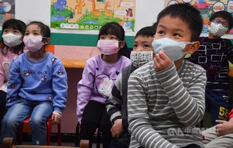 Đài Loan phân phát 6,45 triệu khẩu trang cho các trường học vào học kỳ mới