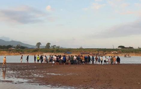 10 người bị lật ghe trên sông Vu Gia, mới cứu được 4 người