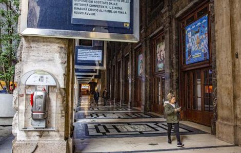 Ý đóng cửa rạp phim, cổ phiếu nhiều công ty giải trí Hollywood rớt không phanh