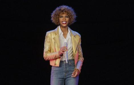 Whitney Houston 'biểu diễn' sau 8 năm qua đời