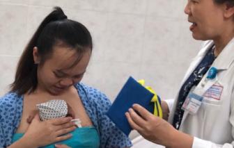 Bác sĩ Từ Dũ tặng chiếc nón tốt nghiệp sinh non cho em bé nặng 800 gram