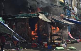 Cháy cửa hàng tạp hóa sát chợ Hạnh Thông Tây, nhiều người thoát chết