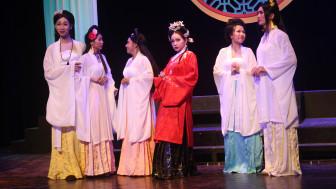 Có 2 diễn viên trở về từ Hàn Quốc, Sân khấu Thế Giới Trẻ lập tức huỷ show